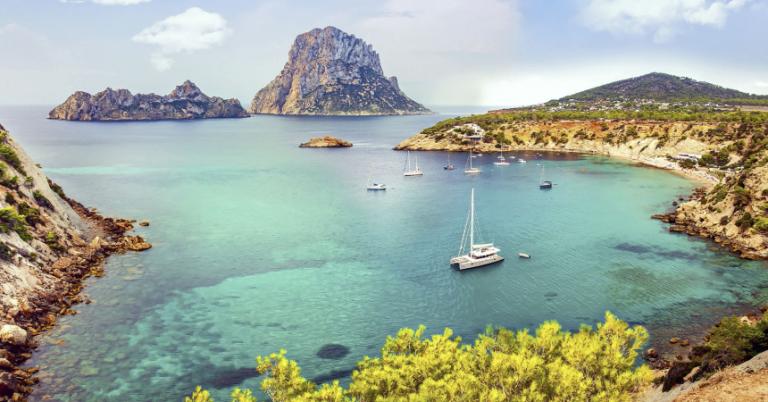 ¡TOMA CHOLLO! Vuelos directos + 4 noches de hotel en Ibiza en junio desde solo 97 euros.